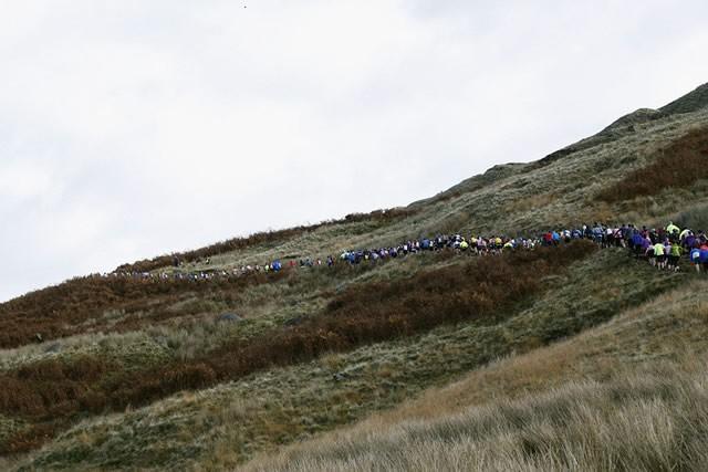 スタート直後は急な登りということもあり渋滞が続く。