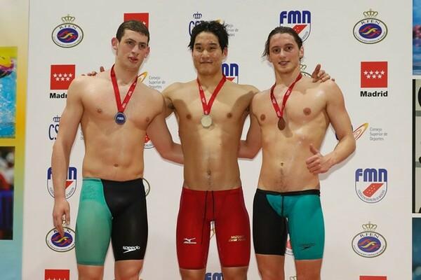 五輪で発揮した勝負強さは、世界水泳でも武器になるだろう。写真は3月のマドリード・オープン男子200メートルバタフライで優勝した小堀(中央)
