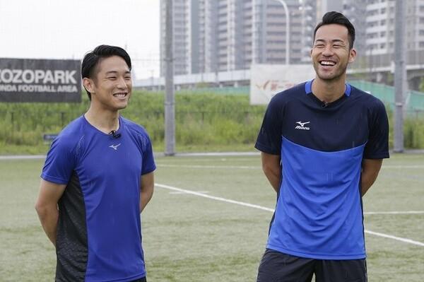 吉田麻也(右)と山口慶の対談が実現。吉田のサッカーに対する考え方や思考に迫った