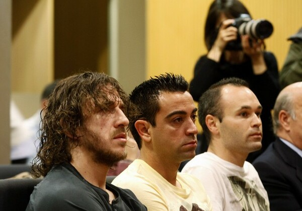 左からプジョル、シャビ、イニエスタ。バルセロナのキャプテンは生え抜きの手で受け継がれてきた