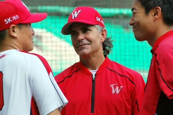 現在、韓国球界のSKで指揮を取るヒルマン監督。日米韓の3リーグで監督を務めるのはヒルマンが初めて