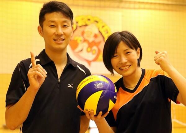 NECの高橋悠コーチ(左)と、17−18シーズンから主将を務める柳田光綺