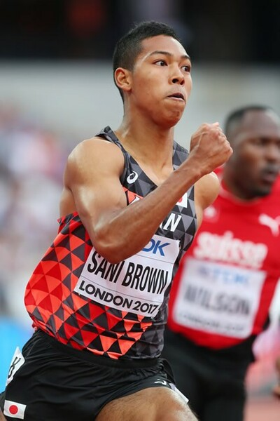 男子200メートル予選を突破したサニブラウン。チームメートに支えられ、切磋琢磨し、世界の舞台で戦っている