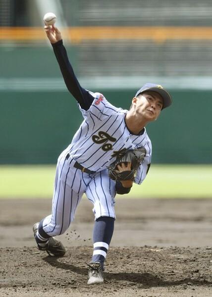 甲子園で背番号1を取り戻した東海大菅生の松本投手。西東京大会で日大三や早稲田実の強打線を抑えたことが甲子園でも生きて、初戦の高岡商戦で1失点完投勝利を挙げた