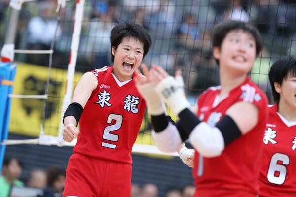 優勝した東九州龍谷高のエース、中川美柚は高さある攻撃に加え、レシーブのうまさも備える