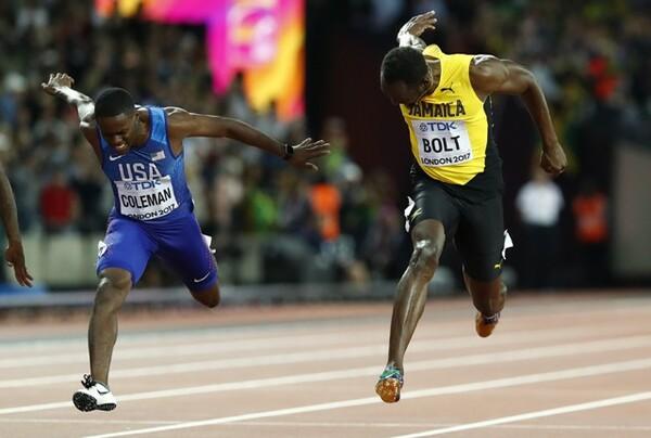男子100mでボルト(右)が敗れるなど、番狂わせが目立った大会となった
