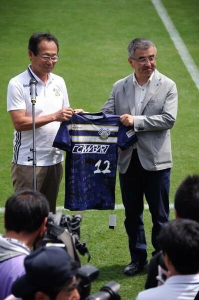 夢スタについて「日本一モラルの高いスタジアムにしたい」と語るFC今治の岡田オーナー(左)