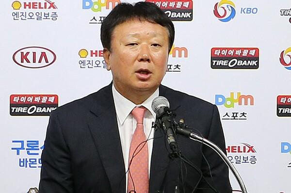 7月24日に代表監督就任会見を行った宣銅烈監督