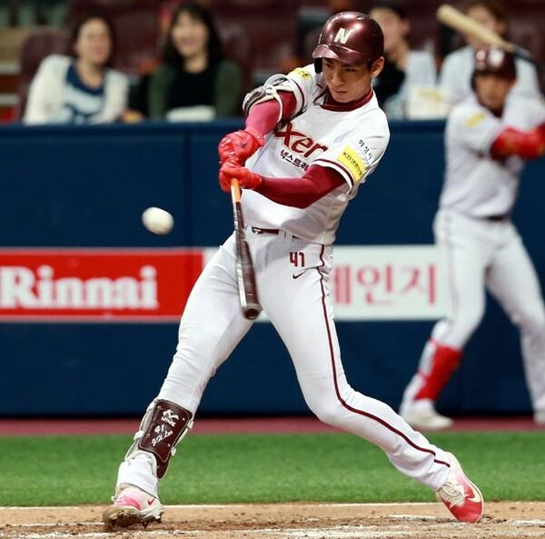 高いミート力を持ち味に、主に1番打者として全試合に出場している李政厚