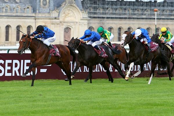 前哨戦のフォワ賞で、サトノダイヤモンドに3馬身以上の差をつけて優勝したドイツ調教馬のチンギスシークレット。Scoop/Dyga・TIS(C)