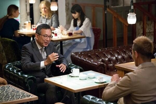 村井チェアマン(左)も自身の経験をもとにした持論を本田へぶつける