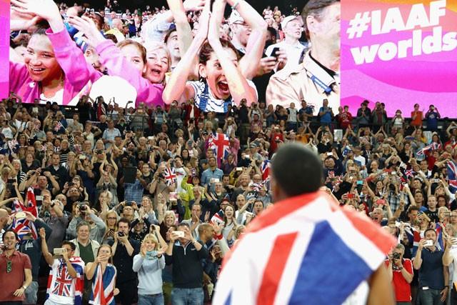 大勢の観客がスタジアムに詰めかけた背景には、チケット販売の巧みさもあった