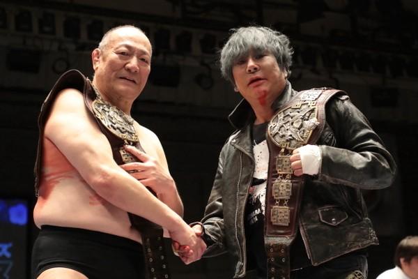 デビュー当時に「若手三羽烏」と呼ばれた渕(左)とは今年、アジアタッグを奪っている