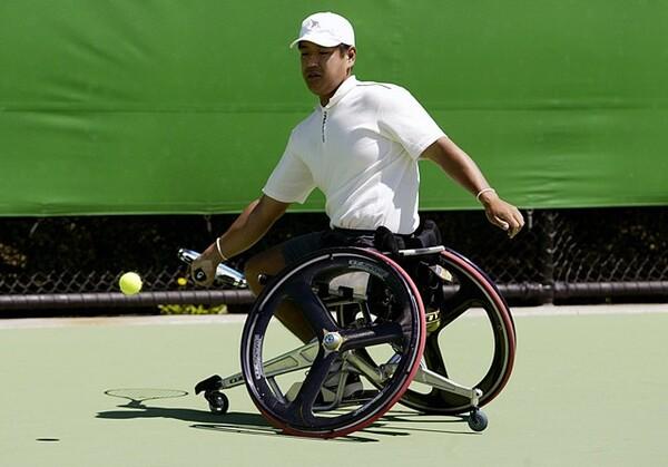2002年、全豪オープンに出場した齋田の様子。用具は大きく進化していった