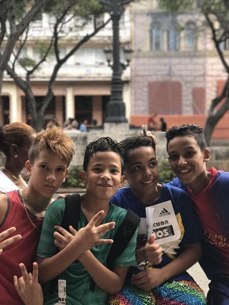 キューバマラソンに参加した少年たち。この国の人々の笑顔は本当に素晴らしい。