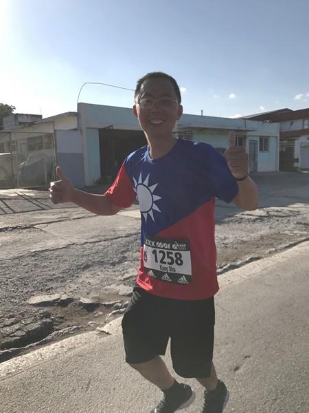 アジアからのランナーは少数派。台湾の国旗をモチーフにしたシャツを着た彼はスタートエリアでも特に目立っていた。