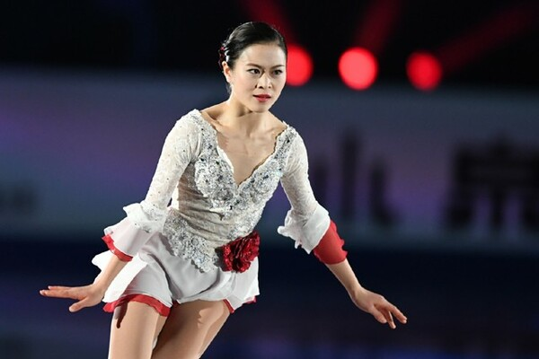 NHK杯のエキシビションで演技を披露する宮原