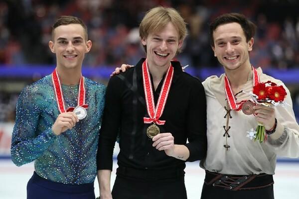 NHK杯の表彰台に立ったボロノフ(中央)、リッポン(左)、ビチェンコ。ベテラン勢の活躍が示したものとは