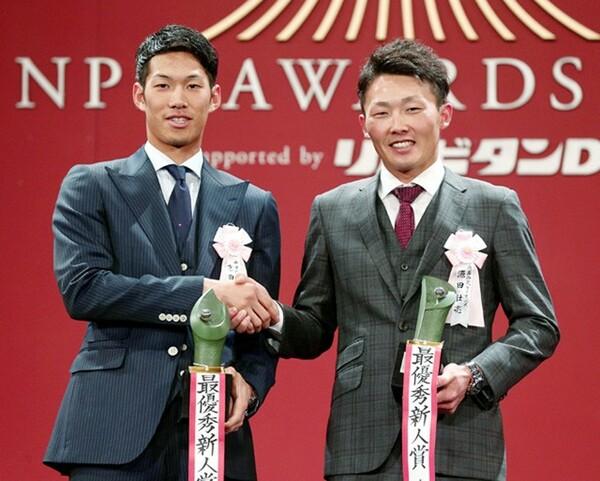 中日では19年ぶりの新人王を獲得した京田(左)。右はパ・リーグ新人王の源田(西武)
