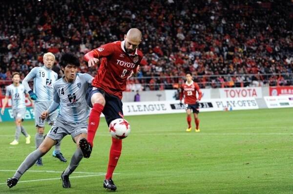 シモビッチに仕事をさせなかった19歳の冨安健洋(14)。手堅い守備を誇る福岡だが、あと一歩及ばず