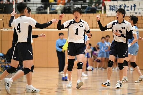 最後のインカレを3位で終えた石川祐希(中央)。4連覇はならなかったが、らしさを見せた