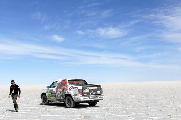死ぬまでに一度は行きたいと言われる絶景が広がるウユニ塩湖もコースの一部