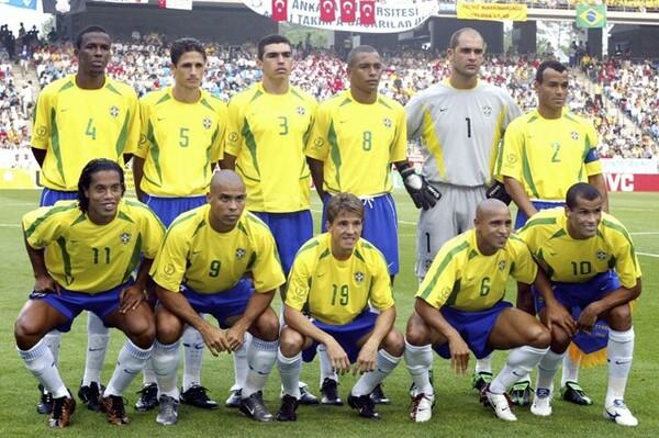 家族の絆をエネルギーに、02年にはブラジル代表の一員としてW杯を制した