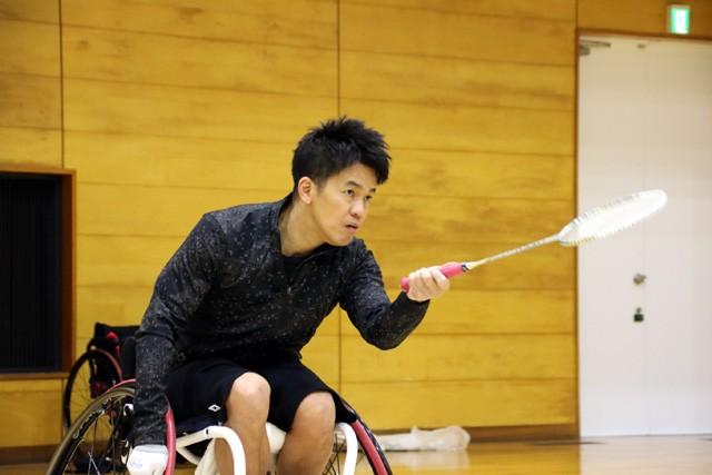 前方への対応に苦労していた武井さん。体が先に反応し、なかなか車いすを動かせなかった