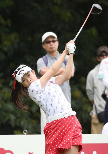 愛媛県の松山聖陵高を卒業後、東京の日本体育大で腕を磨く女子ゴルフの河本結。地元を離れても、あたたかな応援が彼女の心に届いている