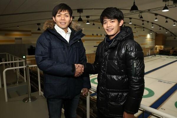 男子カーリング日本代表のSC軽井沢クラブでスキップを務める両角友佑と、元フィギュアスケーターの小塚崇彦さんが対談。競技の戦略について語った
