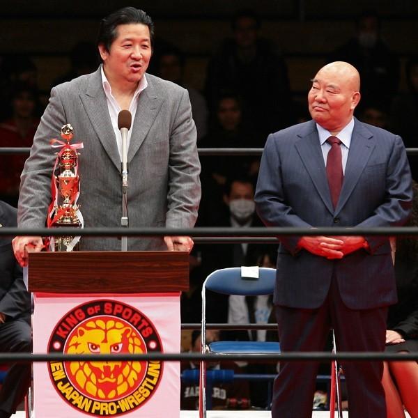式典「NJPWグレーテストレスラーズ」で久しぶりに新日本のリングに立った前田日明(左)