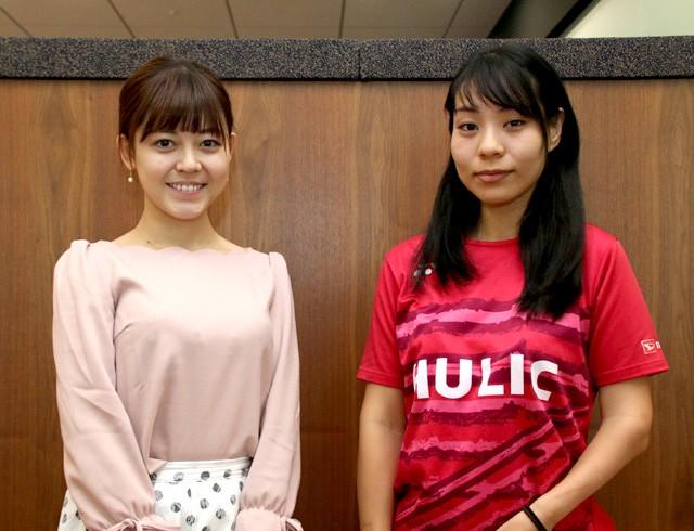 フリーアナウンサー久下真以子(左)がパラバドミントン杉野明子の東京パラリンピックへの思いに迫った