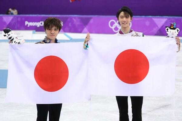 羽生結弦(右)と宇野昌磨が1、2フィニッシュ。平昌五輪で日本はあらためてレベルの高さを示した