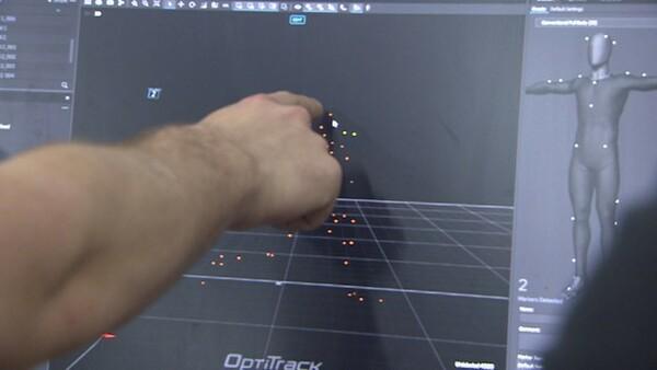 モーションキャプチャーでデータを確認し、正しいフォームを身につけていく