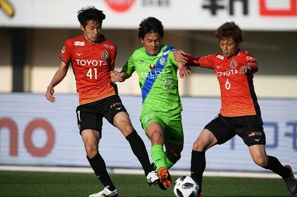 名古屋の菅原(左)や湘南の杉岡(中央)など、10代の選手が活躍を見せている