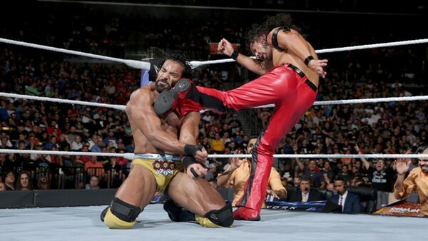 WWE王座に挑戦している中邑(右)だが、あと一歩届いていない。今度こそはベルトを奪えるか!?
