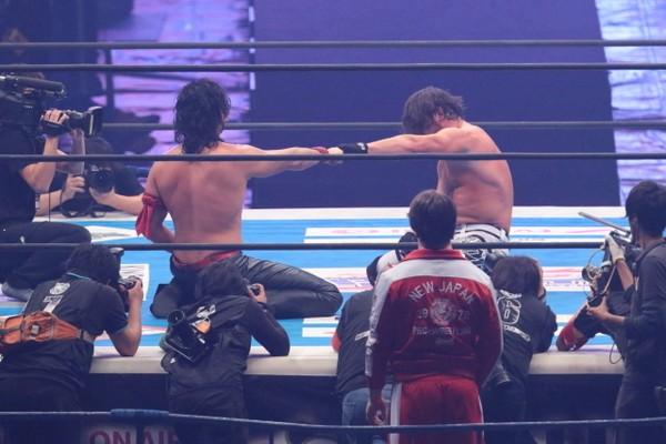 """ドーム決戦の試合後は拳を付き合わせた2人。あの""""続き""""が近づいてきている"""