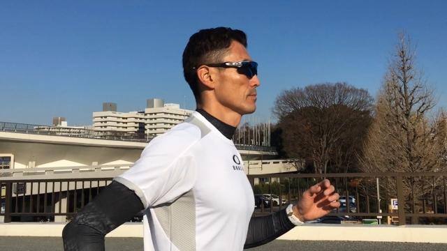 ランニングの疲労軽減ストレッチ 足の疲労を和らげる肩甲骨ストレッチ