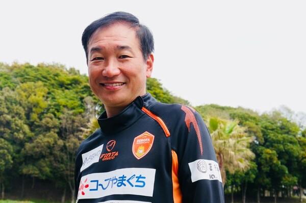 今季、山口の監督に就任した霜田正浩。まずはレノファがどういうクラブになりたいか、山口県がどんな場所なのか勉強したという