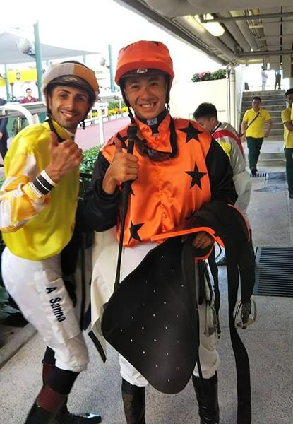 地元期待の若手騎手、デレク・リョン(右)はリーディング4位と健闘中
