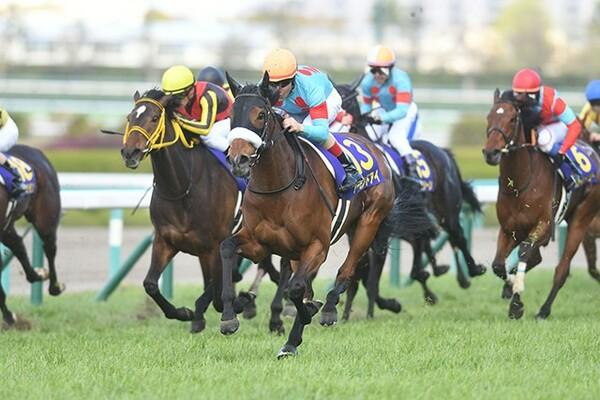 藤江さんの本命、アーモンドアイ。桜花賞で見せた末脚は強烈で、オークスでも最有力候補にあげられている。写真は2018年桜花賞