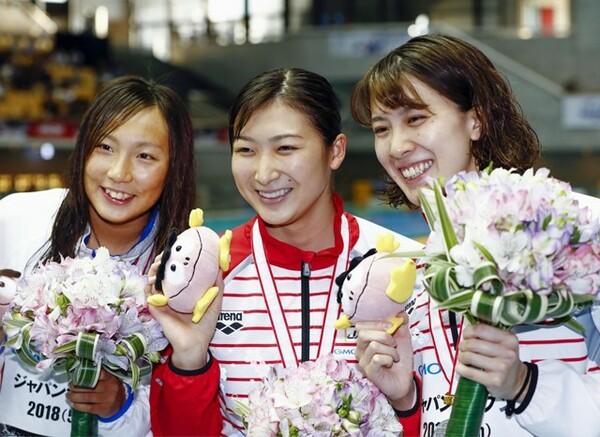 """競泳のジャパンオープンでは、""""チームジャパン""""として出場した池江璃花子(中央)が5冠を達成。また大橋悠依(右)も個人メドレー2種目を制すなど、夏の世界大会に向けて順調な仕上がりを見せた"""