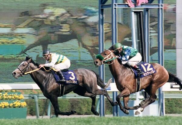 1998年の牡馬クラシック、デビュー3年目の21歳・福永は素質馬キングヘイローとのコンビで皐月賞2着(写真右)、ダービーも大きな期待を集めていた