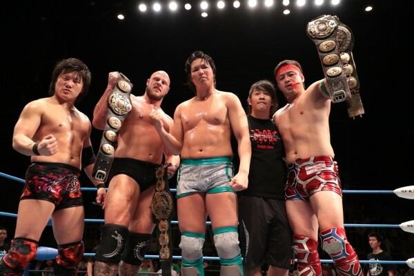 ジェイク・リー(中央)らが新ユニット結成を宣言