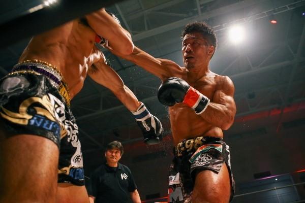 「普通にキックボクシングをしたら僕の方が強い」と話すT-98だが、何を出してくるか分からない菊野を警戒もしている