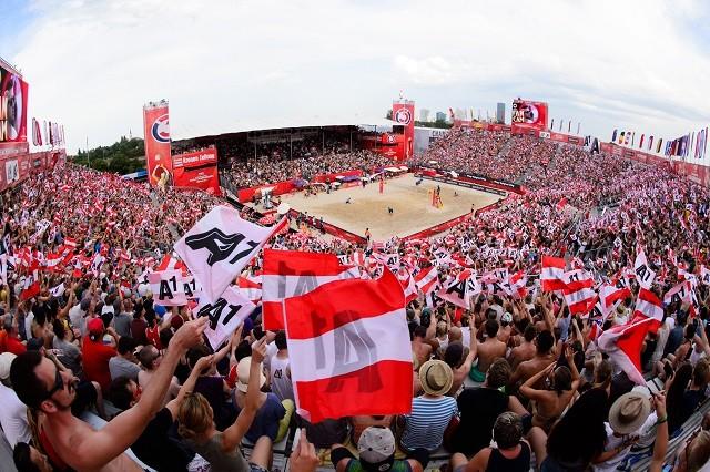 ビーチバレー界は五輪会場に1万2000人を集客するという課題を突きつけられることになった(写真は2017年にオーストリア・ウィーンで行われた世界選手権)