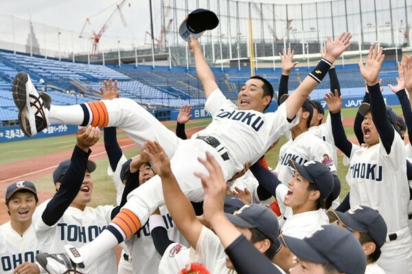 プロ野球・西武でも活躍した大塚監督率いる東北福祉大が14年ぶり3回目の全国制覇を遂げた