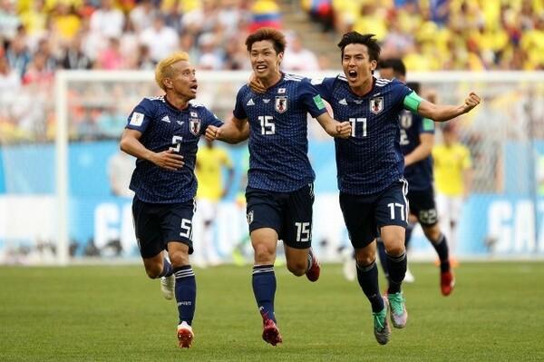 大迫(中央)は決勝ゴールを振り返り、「本当に夢だった」とよろこんだ