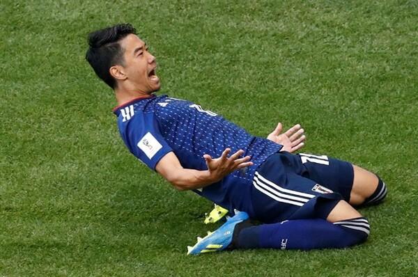 前半6分、香川がPKでW杯初ゴールを決める