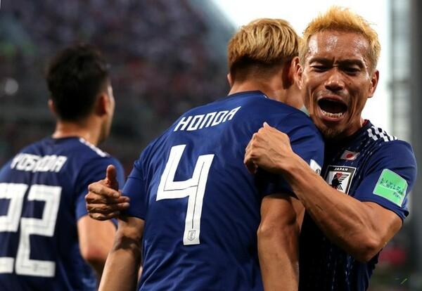 """長友は3大会連続ゴールを決めた本田を""""W杯に愛された男""""と評した"""
